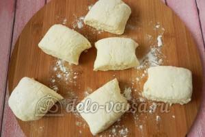 Творожные булочки: Разделить тесто на равные части