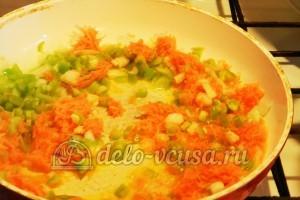Суп с сырными шариками: Припустить овощи