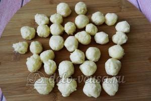 Суп с сырными шариками: Из теста сформировать шарики