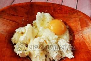 Творожные булочки: Добавить яйцо