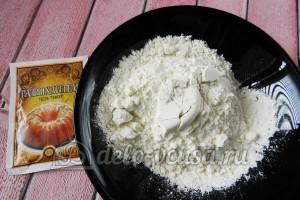 Творожные булочки: Просеять муку