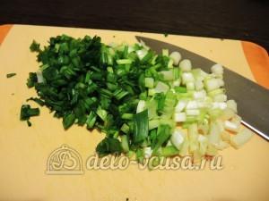 Кюкю: Зеленый лук промыть и измельчить