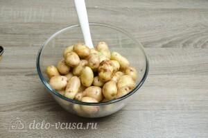 Молодая картошка в духовке: Добавить картошку