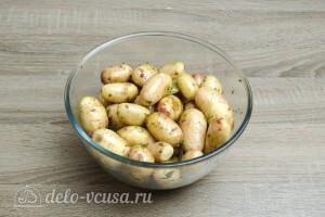 Молодая картошка в духовке: Хорошо перемешать