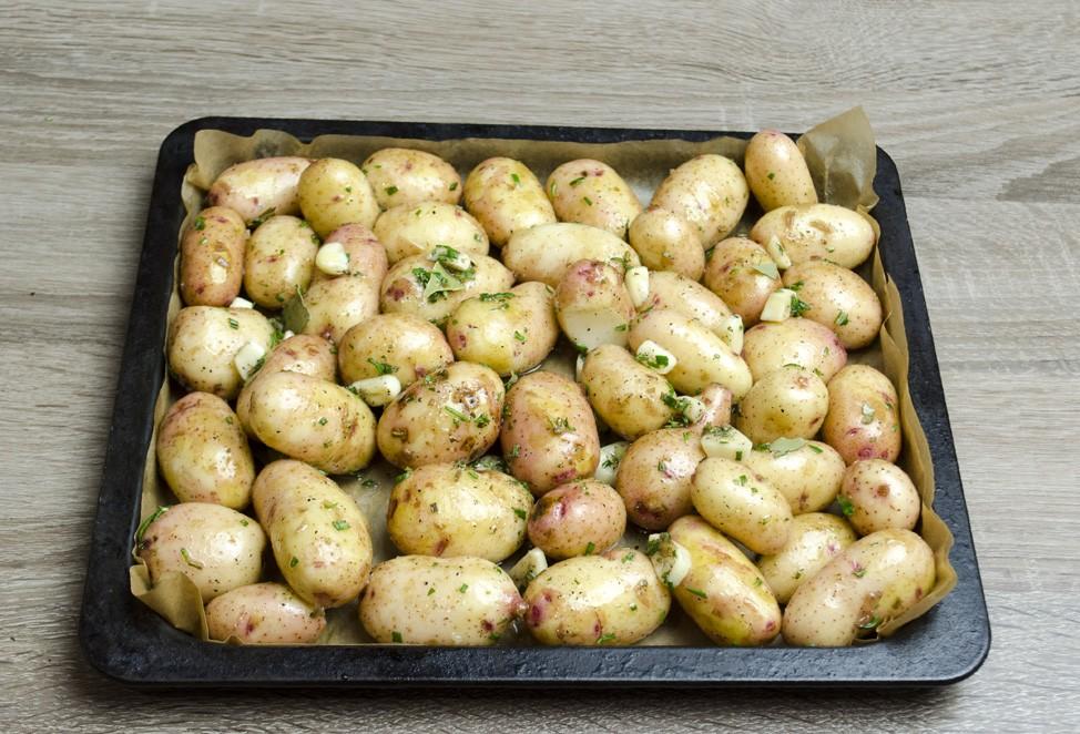 молодой картофель в духовке фото рецепт