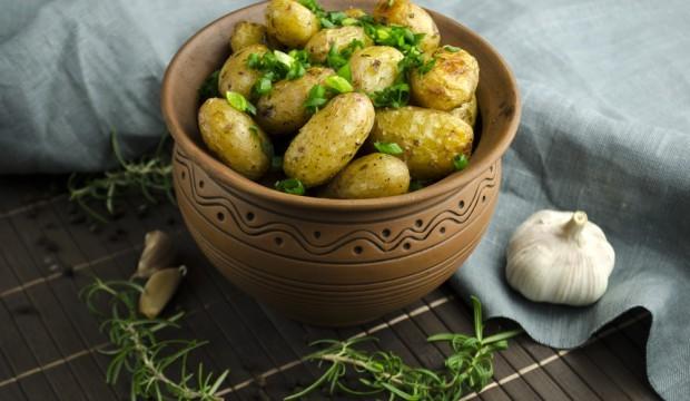 молодая картошка с сыром в духовке рецепт