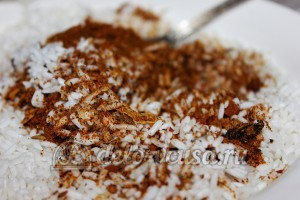 Плов с грибами в мультиварке: Специи соединить с рисом