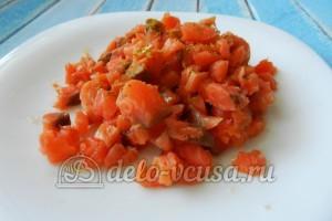 Огуречный суп с семгой: Семгу мелко порезать