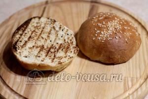 Домашний гамбургер: Обжарить булочки