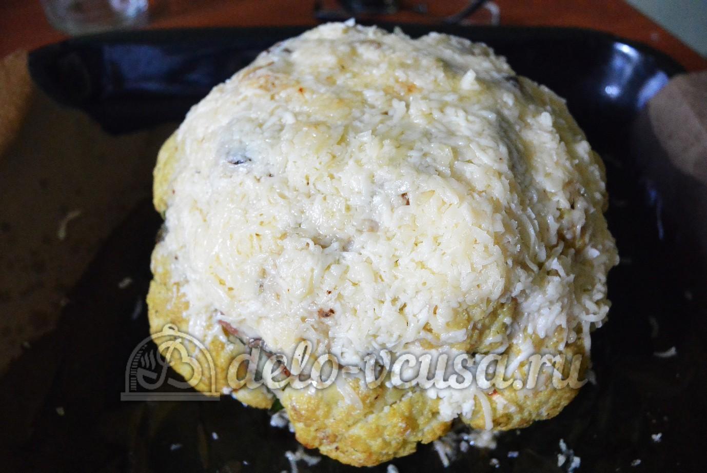 Фаршированная цветная капуста: Посыпаем капусту сыром