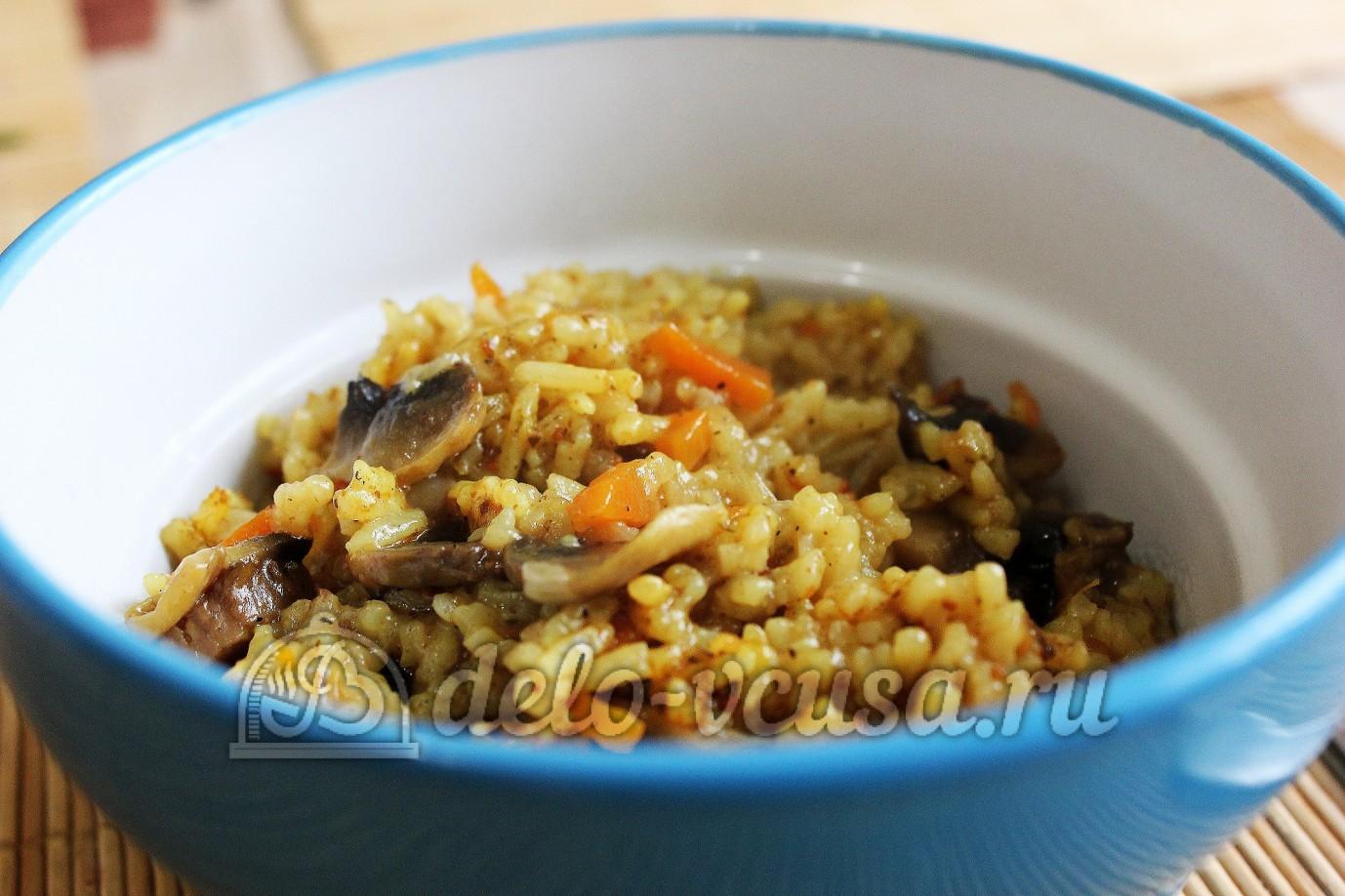 рис с грибами и яичницей.