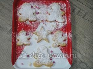 Творожное печенье: Посыпаем печенья сахарной пудрой