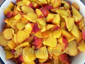 Варенье из нектаринов в хлебопечке: Нектарин порезать кусочками
