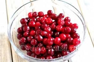 Варенье из вишни в мультиварке: Удалить из вишни косточки