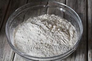 Узбекские лепешки: Добавить просеянную пшеничную муку
