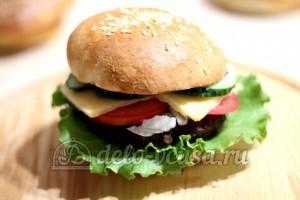 Домашний гамбургер: Накрываем гамбургер
