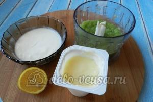 Огуречный суп с семгой: Добавляем йогурт, сметану и лимонный сок