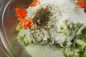 Оладьи из кабачков с морковью: Добавить специи