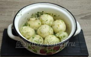 Молодая картошка с укропом: Все хорошо перемешиваем