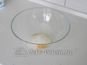 Творожное печенье: Яйцо соединяем с сахаром