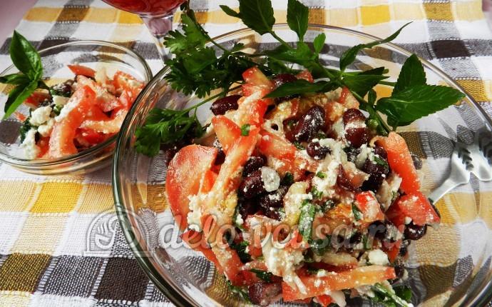 Салат с фасолью и помидорами «Барселона»