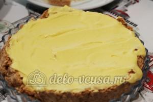 Киевский торт: Смазать 1/3 сливочного крема