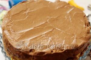 Киевский торт: Накрыть торт вторым коржом и смазать кремом