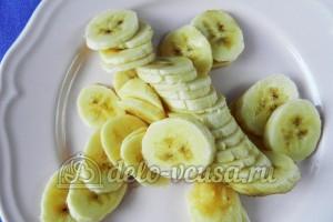 Банановый пирог: Банан тонко нарезать