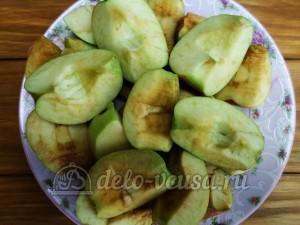 Сушка из яблок: Из яблок удалить сердцевину