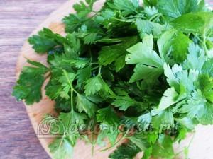 Овощная приправа: Зелень петрушки промыть