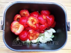 Варенье из яблок и слив в хлебопечке: Загружаем в чашу сливы