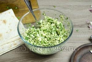 Лаваш с сыром и зеленью: Перемешать начинку