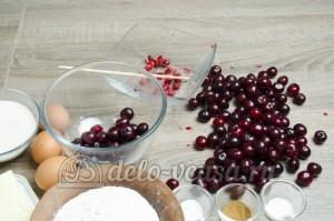 Пирог с вишней: Из вишни удалить косточки