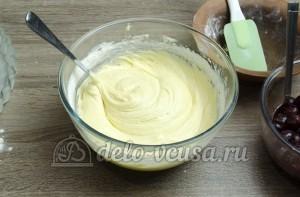 Пирог с вишней: Замешиваем тесто