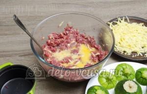 Фаршированные кабачки: Добавляем в начинку яйца и сыр
