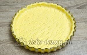 Пирог с черникой: Переложить тесто в форму