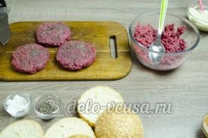 Гамбургер: Сформировать котлеты