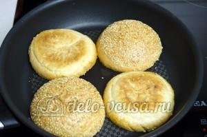 Гамбургер: Подсушить хлеб
