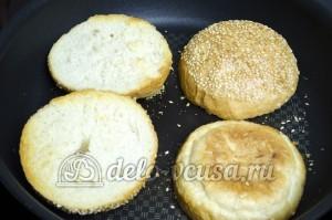 Гамбургер: Подрумянить хлеб