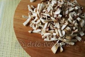 Тушеная утка с грибами: Грибы порезать соломкой