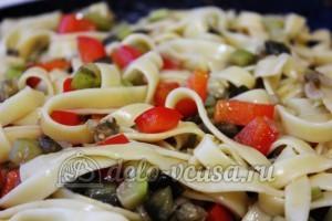 Удон с овощами: Соединить овощи и лапшу