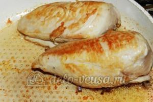 Курица с фасолью: Обжарить куриную грудку