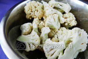Цветная капуста в остром кляре: Кладем капусту в глубокую емкость