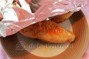 Курица с фасолью: Накрыть курицу фольгой