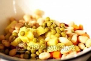 Винегрет с фасолью: Добавить горошек