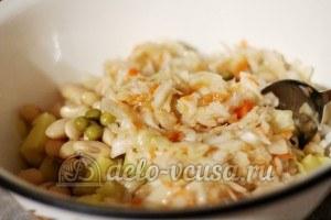 Винегрет с фасолью: Добавить капусту