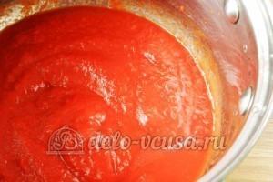 Макароны с томатным соусом и маслинами: Томатное пюре разогреть