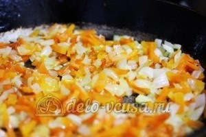 Суп из чечевицы в мультиварке: Обжарить лук