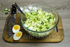 Салат из капусты с огурцами: Соединить все ингредиенты
