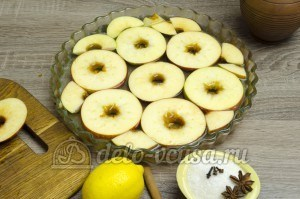 Яблоки в сиропе: Отмерим необходимое количество воды